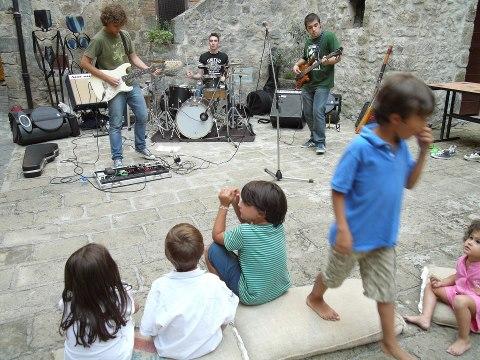 concerto 15ore sottosante 2011 preparazione strumenti chitarra bambini