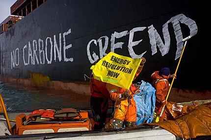 Triplo blitz di Greenpeace a Genova in difesa di...