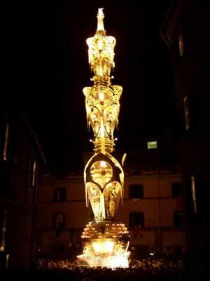 TRASPORTO  SANTA ROSA 2008: I FACCHINI POSANO LA...